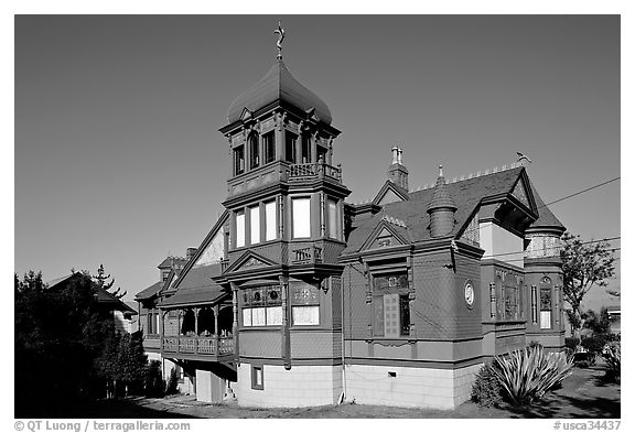 Victorian style Villa Montenzuma. San Diego, California, USA (black and white)