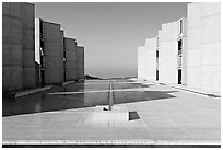 Theodore Gildred court, Salk Institute, mid-morning. La Jolla, San Diego, California, USA (black and white)