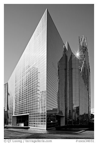 Crystal Cathedral, afternoon. Garden Grove, Orange County, California, USA (black and white)