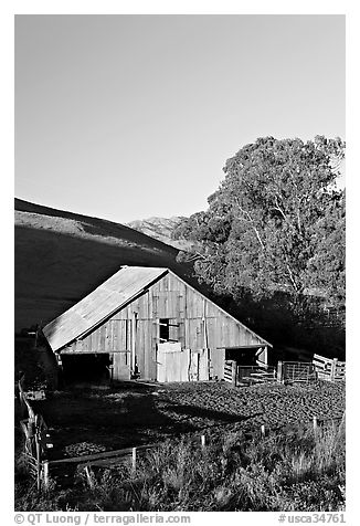 Old wooden barn. Morro Bay, USA (black and white)