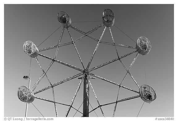 Wheel ride, Beach Boardwalk. Santa Cruz, California, USA (black and white)
