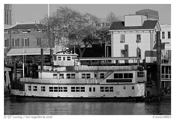 Spirit of Sacramento riverboat,  late afternoon. Sacramento, California, USA (black and white)