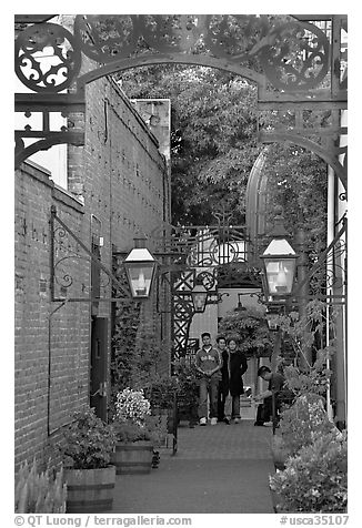 Alley, San Pedro Square. San Jose, California, USA (black and white)