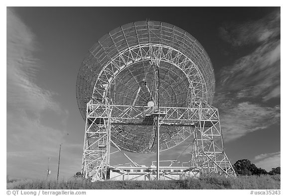 150ft parabolic reflector operated by SRI International. Stanford University, California, USA (black and white)
