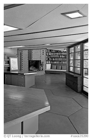 Library, Hanna House, a Frank Lloyd Wright masterpiece. Stanford University, California, USA (black and white)