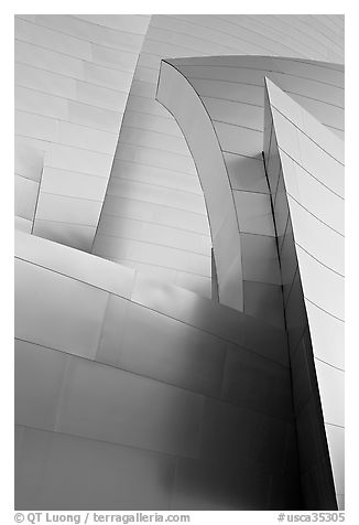 Shiny steel surfaces of the new Walt Disney Concert Hall. Los Angeles, California, USA (black and white)
