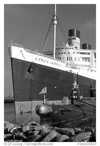 Queen Mary and Scorpion submarine. Long Beach, Los Angeles, California, USA (black and white)