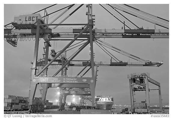 Cranes, Port of Los Angeles, sunset. Long Beach, Los Angeles, California, USA (black and white)