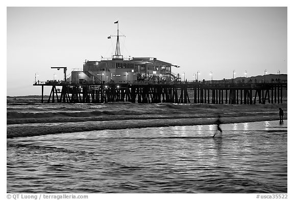 Pier at sunset. Santa Monica, Los Angeles, California, USA (black and white)