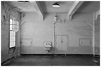 Lavatory and walls in main block, Alcatraz prison. San Francisco, California, USA (black and white)