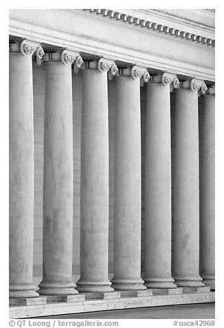 Columns in the forecourt, Legion of Honor, early morning. San Francisco, California, USA (black and white)