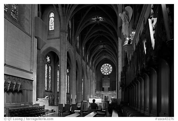 Grace Cathedral interior with church organist, Grace Cathedral. San Francisco, California, USA (black and white)