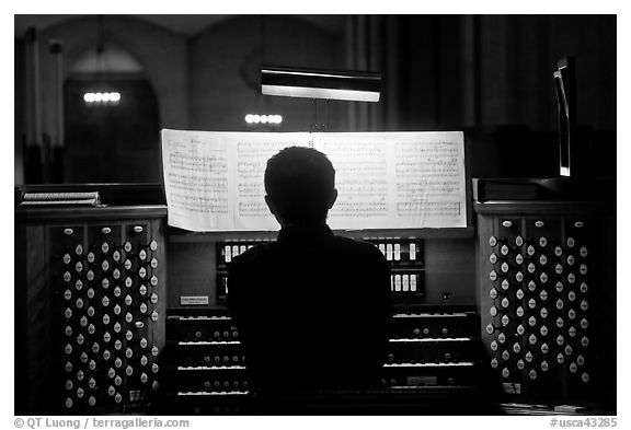 Organist and musical score, Grace Cathedral. San Francisco, California, USA (black and white)
