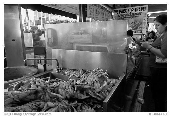 Crabs at outdoor food vending booths, Fishermans wharf. San Francisco, California, USA (black and white)