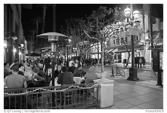 People dining at outdoor restaurant, Third Street Promenade. Santa Monica, Los Angeles, California, USA (black and white)