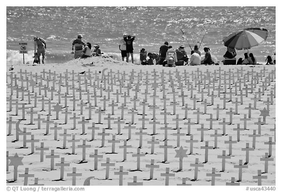 Wooden crosses, stars of David, and beachgoers. Santa Monica, Los Angeles, California, USA (black and white)