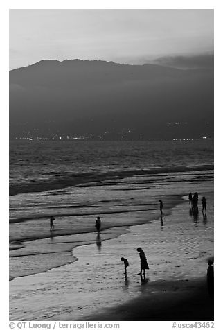 Santa Monica Beach and Mountains at sunset. Santa Monica, Los Angeles, California, USA (black and white)