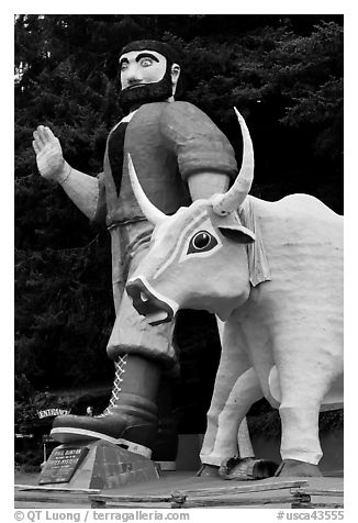 Paul Buyan and cow at the entrance of Trees of Mystery. California, USA (black and white)