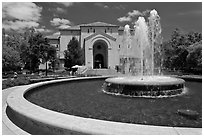 Fountain and Memorial auditorium. Stanford University, California, USA ( black and white)