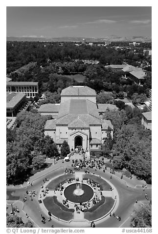 Fountain and Memorial auditorium seen from Hoover Tower. Stanford University, California, USA (black and white)