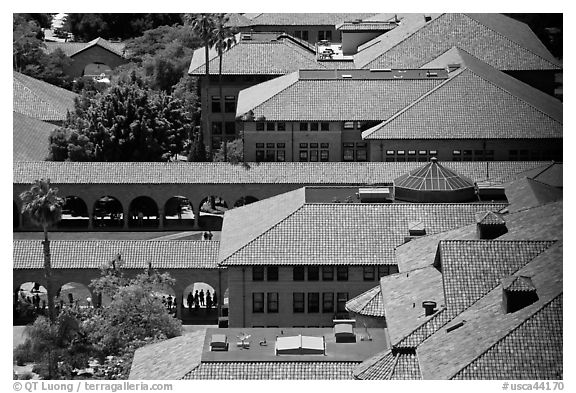 Mauresque architecture in Main Quad. Stanford University, California, USA (black and white)