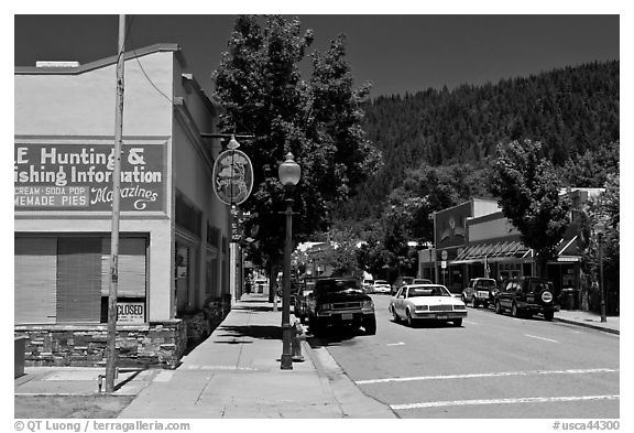 Old car in town center, Dunsmuir. California, USA (black and white)