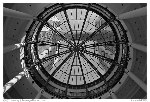 Looking up dome of atrium, Federal building. Oakland, California, USA (black and white)