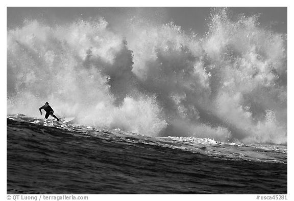 Mavericks big wave surfing. Half Moon Bay, California, USA (black and white)