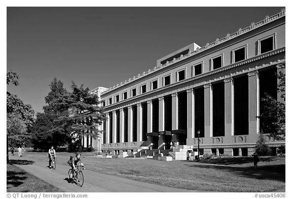 Students biking in front of Life Sciences building. Berkeley, California, USA (black and white)