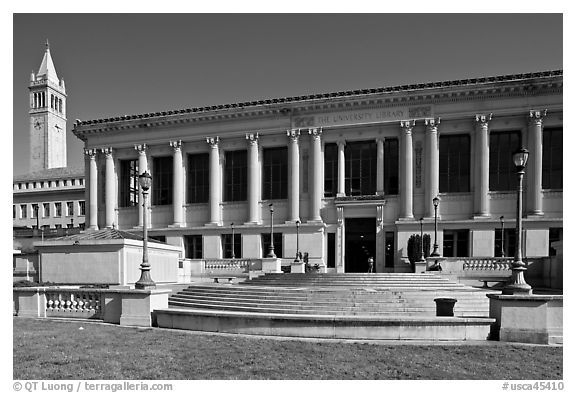 Library and Campanile, University of California. Berkeley, California, USA (black and white)