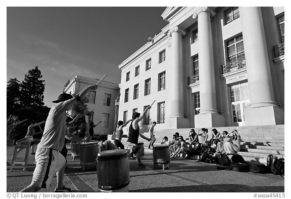 Students practising drums. Berkeley, California, USA (black and white)