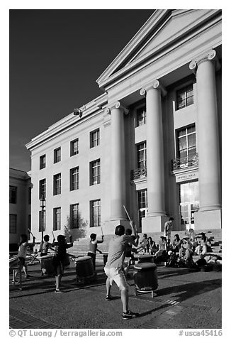 Drummers in front of Sproul Hall. Berkeley, California, USA (black and white)