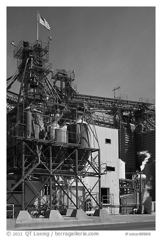 Grain silo, Oakdale. California, USA (black and white)