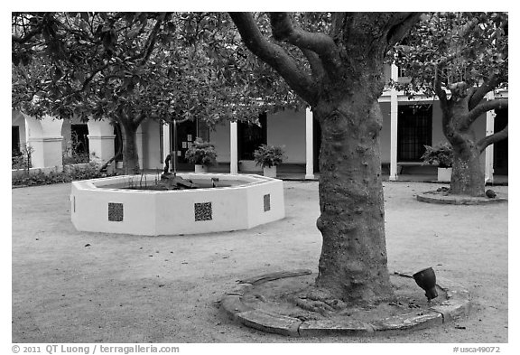 Pacific House courtyard. Monterey, California, USA (black and white)