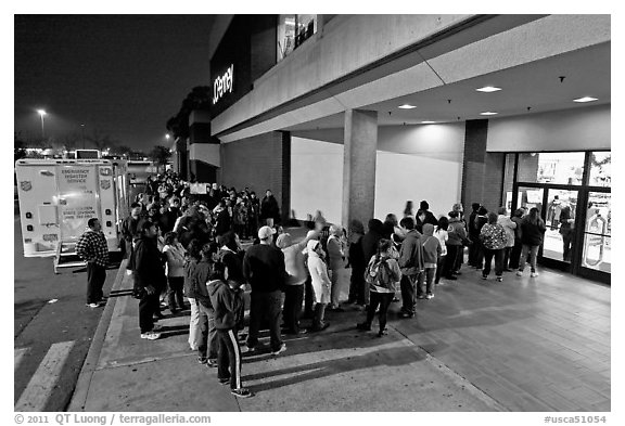 Line outside store on Black Friday. San Jose, California, USA (black and white)