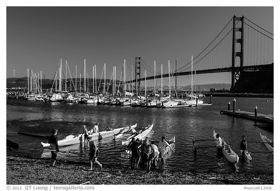 Horseshoe Bay, canoes, yachts and Golden Gate Bridge. California, USA (black and white)