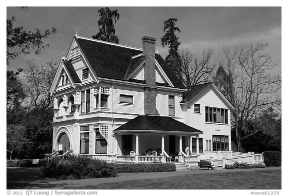 Victorian house, Ardenwood historic farm regional preserve, Fremont. California, USA (black and white)