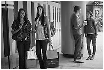 Shoppers and students, Stanford Shopping Center. Stanford University, California, USA (black and white)
