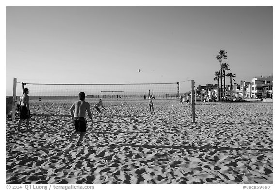 Beach volleyball, Hermosa Beach. Los Angeles, California, USA (black and white)
