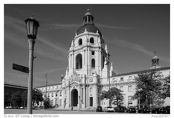 Lamp post and city hall. Pasadena, Los Angeles, California, USA (black and white)