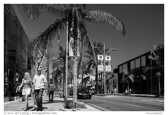 Shoppers walk on Rodeo Drive. Beverly Hills, Los Angeles, California, USA (black and white)