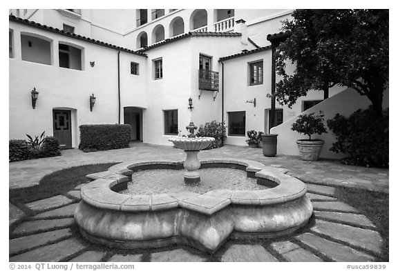 Historic Paseo courtyard and fountain. Santa Barbara, California, USA (black and white)