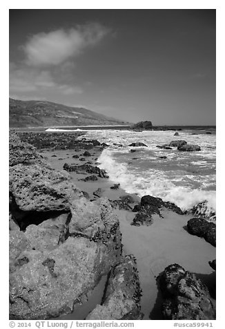 Leo Carrillo State Park, Santa Monica Mountains National Recreation Area. Los Angeles, California, USA (black and white)