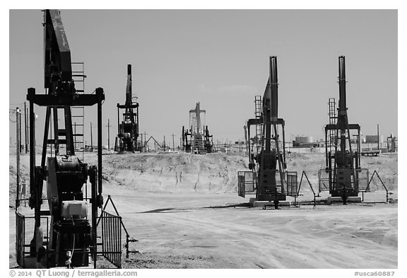 Pumpjacks, oil field, Bakersfied. California, USA (black and white)