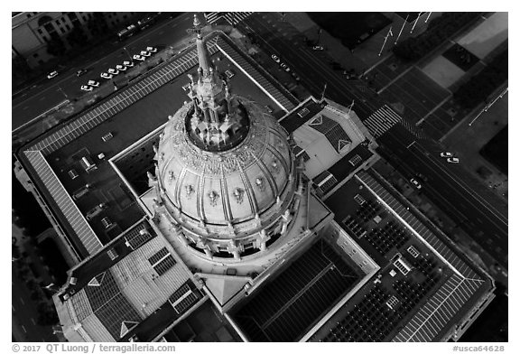 Aerial view of City Hall roof. San Francisco, California, USA (black and white)