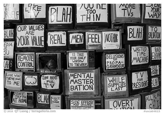 Wall of televisions covered with slogans, Slab City. Nyland, California, USA (black and white)