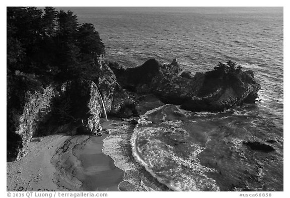 McWay Cove and waterfall, Julia Pfeiffer Burns State Park. Big Sur, California, USA (black and white)