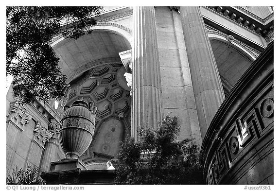 Detail of the Palace of Fine arts. San Francisco, California, USA (black and white)