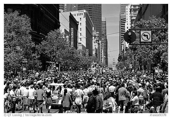 Crowds on Market Avenue during the Gay Parade. San Francisco, California, USA (black and white)