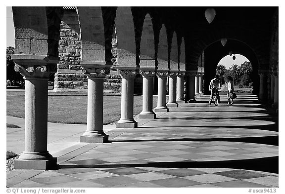 Mauresque style gallery, Main Quad. Stanford University, California, USA (black and white)